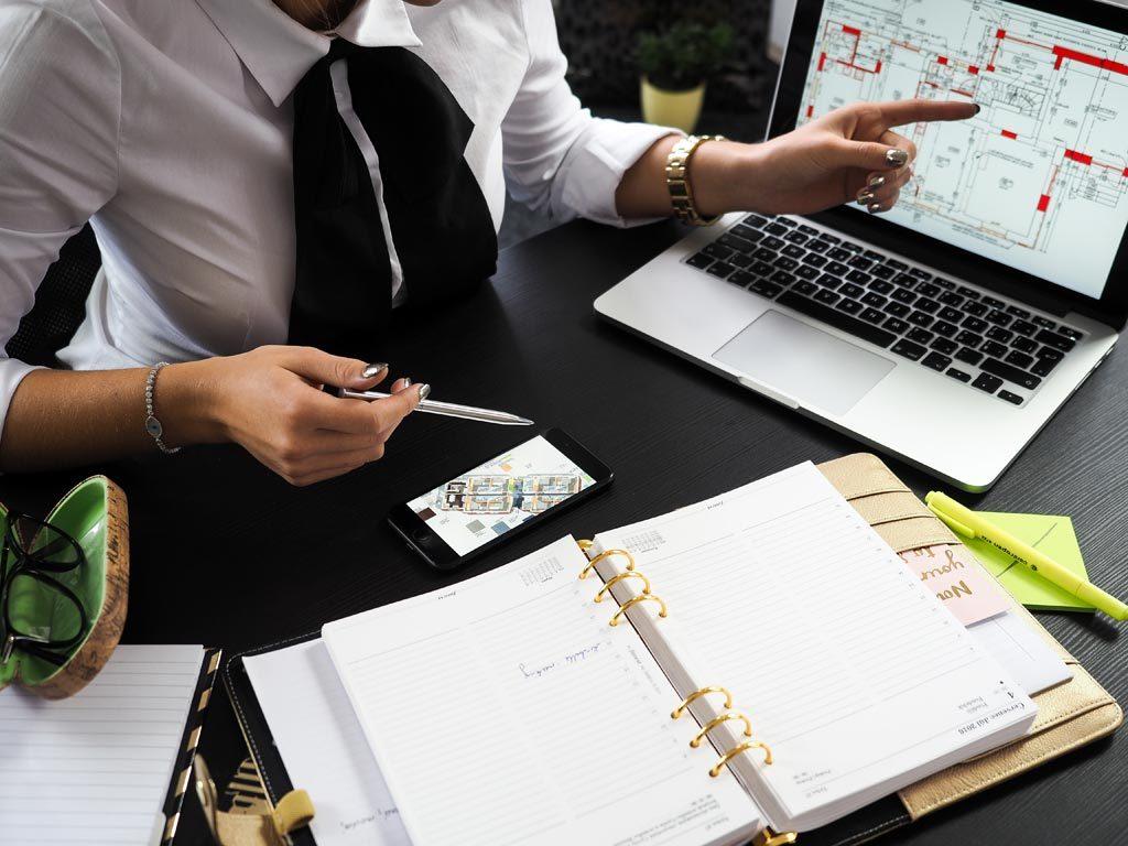 Architect client discussion on architecture design problem design project